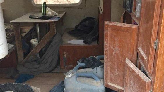O local onde as 11 crianças foram encontradas tinha apenas uma caravana sem condições.