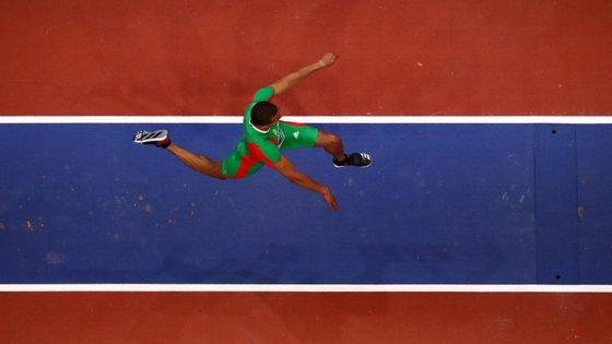 Nelson Évora fez um concurso em crescendo até ao quinto salto, quando chegou à melhor marca do ano (17.10)