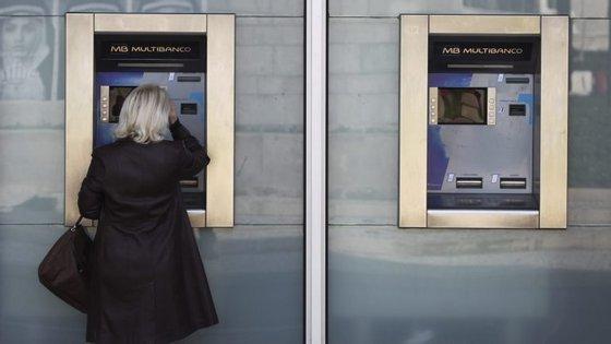 """Rede de multibancos em Portugal sofreu """"apagão"""" no domingo à noite"""