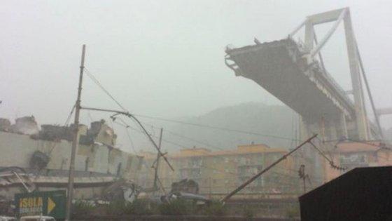 A ponte Moranti caiu por volta das 11h50, na cidade italiana de Génova, causando dezenas de mortos