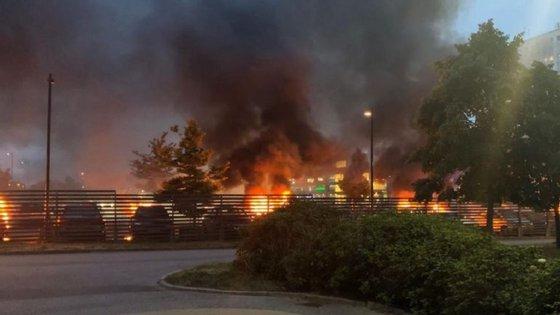 Foram mais de 80, os carros incendiados por jovens entre o fim de tarde e a noite