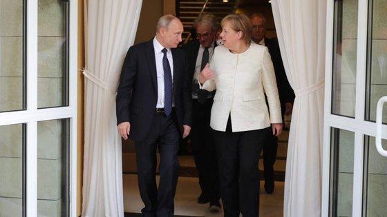 O encontro Merkel-Putin realiza-se no palácio de Meseberg, residência oficial nos arredores de Berlim