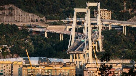 A ponte Morandi colapsou na passada terça-feira, na cidade italiana deGénova