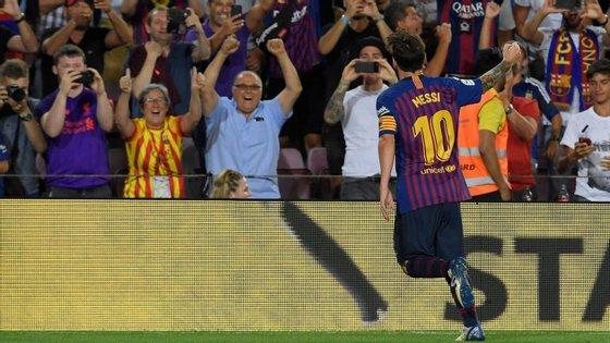 Messi abriu o marcador a meio da segunda parte e ainda foi a tempo de bisar na abertura do Campeonato