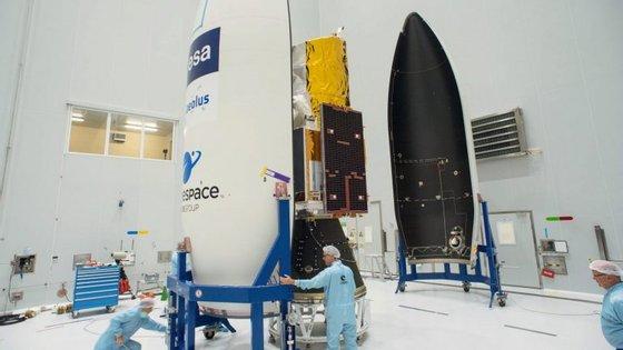 O satélite tem o nome do guardião dos ventos da mitologia grega, Éolo