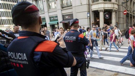 A políciaautónoma da Catalunha emitiu uma ordem interna para queas esquadrasreforcem sua segurança