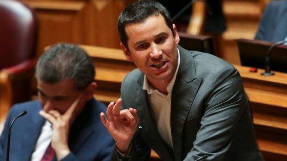 O socialista João Galamba é uma das vozes críticas à postura de Mário Centeno sobre o fim do resgate grego