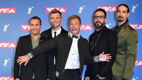 Os Backstreet Boys regressaram ao palco dos VMA, mas não ao principal. Nas redes sociais, as reações dividem-se entre a histeria e a vergonha alheia