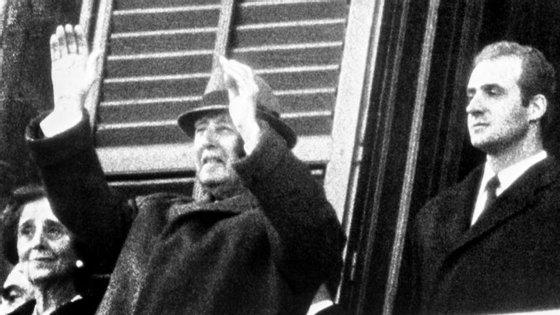 Francisco Franco, em 1970, ao lado do Rei Juan Carlos