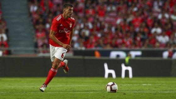 Rúben Dias foi lançado na equipa principal do Benfica por Rui Vitória durante a época passada.