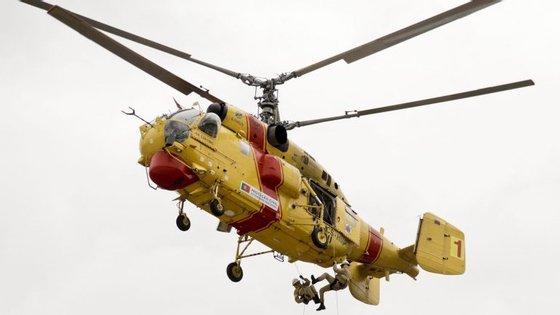 Um dos helicópteros Kamov de combate a incêndio que estão parados por avaria ou falta de peças