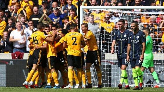 Wolverhampton inaugurou o marcador com um golo irregular de Boly e City conseguiu apenas empatar por Laporte
