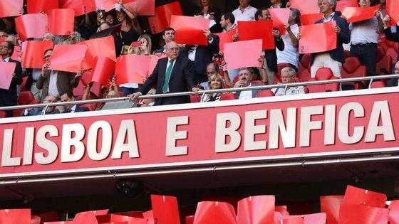 Sousa Cintra, presidente da SAD do Sporting, na tribuna do Estádio da Luz