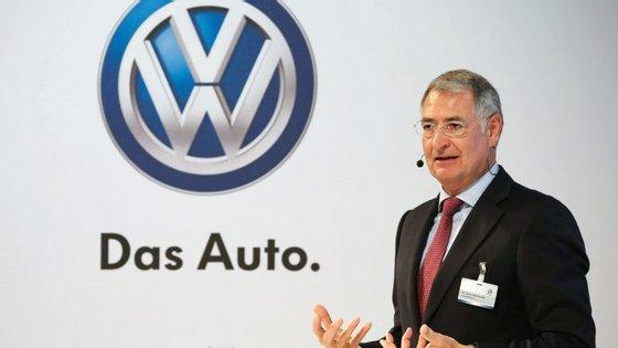 Heinz-Jakob Neusser, o antigo responsável pelo desenvolvimento da Volkswagen, passa de suspenso a despedido