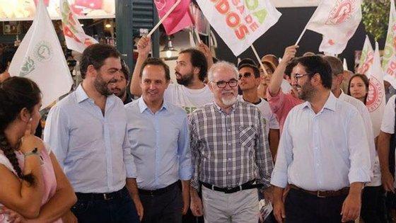 André Caldas (o primeiro da direita para a esquerda) durante a campanha das autárquicas
