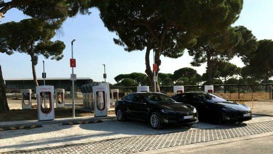 A Tesla  tem na Europa mais de 400 estações de superchargers, que permitem viagens de longa distância