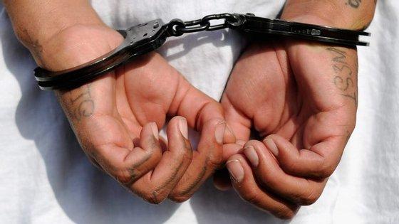 O suspeito de nacionalidade portuguesa encontrava-se a viver em no município deCaravaca de la Cruz