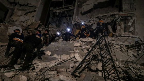 Mais de 350.000 pessoas morreram e milhões foram obrigadas a deixar as suas casas desde o início da guerra civil da Síria em 2011.