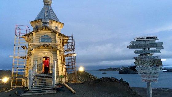 A igreja ortodoxa mais a sul fica situada precisamente em Villas Las Estrellas. Esta está ao cuidado de padres ortodoxos russos
