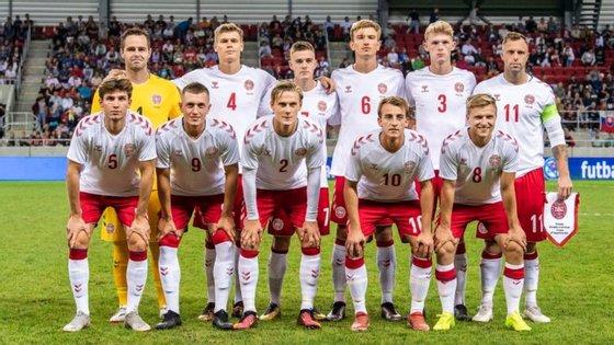 O onze inicial da Dinamarca foi composto por um guarda-redes de futsal, seis atletas da 3.ª Divisão e quatro da 4.ª Divisão (Créditos: @Fodboldlandsholdene/Twitter)