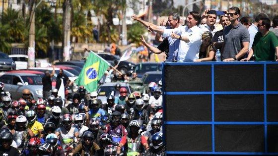 Jair Bolsonaro numa ação de campanha em Brasília no dia antes do atentado em Minas Gerais