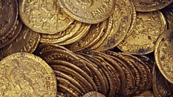 As moedas contêm gravuras dos imperadores Honório, Valentiniano III, Leão I, António e Libério Severo.