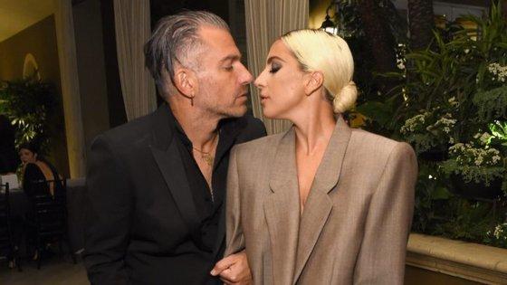 Lady Gaga e Christian Carino na cerimónia da revista Elle, na última segunda-feira