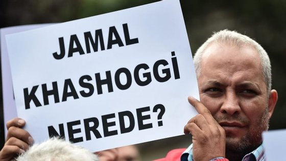 """""""Onde está Jamal Khasoggi?"""", lê-se neste cartaz utilizado numa manifestação em frente ao consulado saudita em Istambul"""