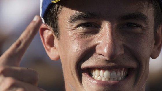 Marc Márquez fez a festa do título no Japão, beneficiando da queda de Dovizioso a duas voltas do final da prova