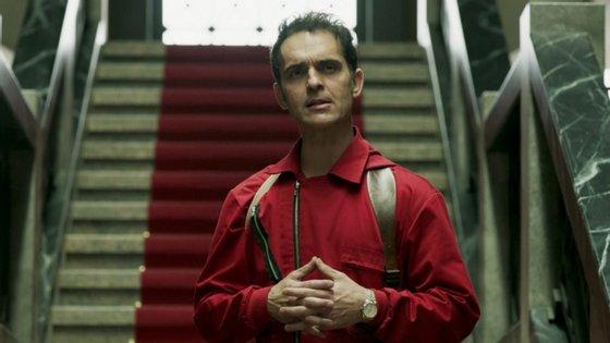 """Pedro Alonso é Berlín, personagem que morreu no final do assalto da segunda parte de """"La Casa de Papel"""". Estranhamente, esteve presente no início da produção do terceiro capítulo da série"""