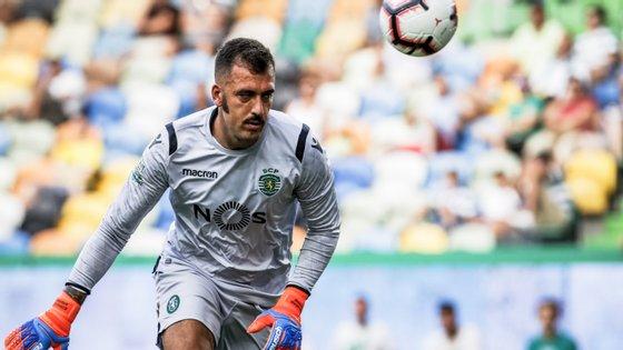 Viviano foi titular na pré-temporada, lesionou-se no aquecimento da primeira jornada e deixou de contar para José Peseiro