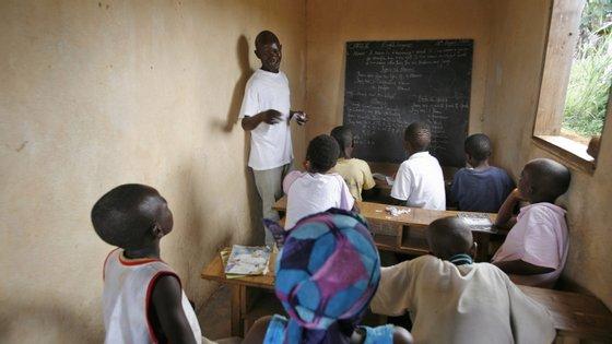 O ensino secundário vai abranger dois ciclos, sendo o primeiro da 7.ª à 9.ª classe e o segundo da 10.ª a 12.ª classe