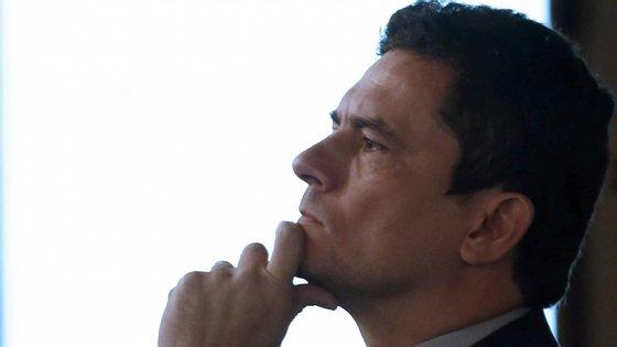 Sérgio Moro, super-juiz famoso pelas suas decisões na Operação Lava Jato (entre elas, a ordem de prisão de Lula da Silva), aceitou o convite de Bolsonaro para ser ministro da Justiça, depois de garantir que não se envolveria na política