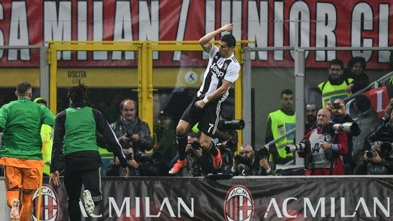 Cristiano Ronaldo marcou o segundo golo da vitória da Juventus em San Siro frente ao AC Milan