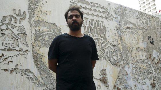 Vhils foi um dos nove artistas urbanos que ofereceram obras para serem leiloadas em Londres a favor da Fundação Movember, que faz trabalho na área da saúde mental masculina e prevenção do suicídio