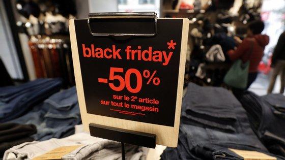 """De acordo com o vice-presidente da Moody's, os retalhistas mais astutos que optaram por aderir à """"Black Friday"""" vão fazê-lo """"com uma estratégia bem pensada, que inclui compras feitas especificamente para proteger as margens"""""""