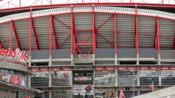Os danos causados na Luz por adeptos dos visitantes também valeram uma punição de oito mil euros ao Ajax