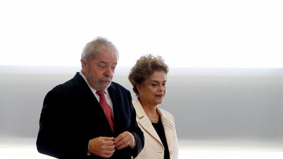 Lula da Silva e Dilma Rousseff foram Presidentes do Brasil de 2003 a 2010 e de 2010 a 2016, respetivamente