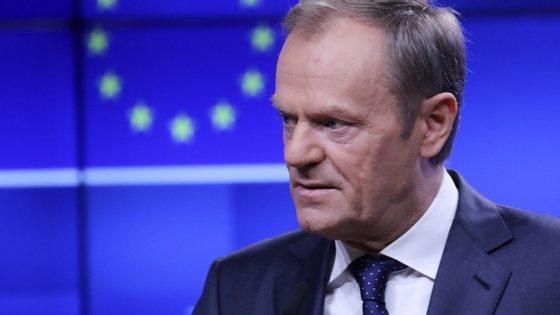 Donald Tusk enviou uma carta-convite aos chefes de Estado e de Governo da UE que vão participar no Conselho Europeu extraordinário de domingo