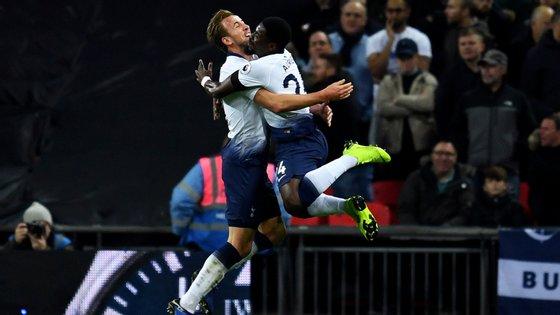 Harry Kane marcou o segundo golo do Tottenham num início de sonho para o conjunto de Pochettino