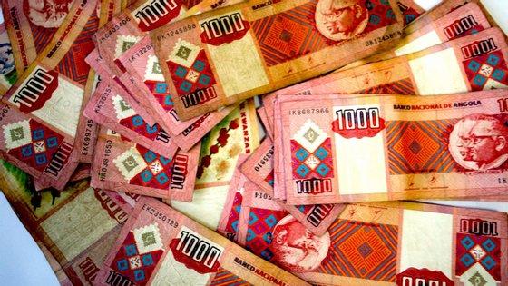A moeda angolana tem vindo a apreciar-se ligeiramente frente à europeia, mas, desde janeiro já se depreciou 47,42%