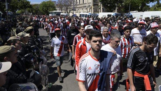 O segunda mão da Libertadores estava marcada para sábado, foi adiada para domingo e acabou por ser novamente adiada para data indefinida