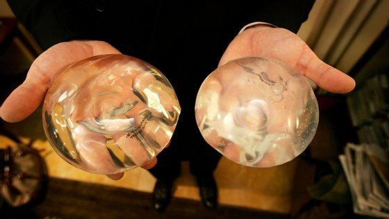 Os implantes de silicone estiveram banidos nos Estados Unidos durante 14 anos por questões de segurança