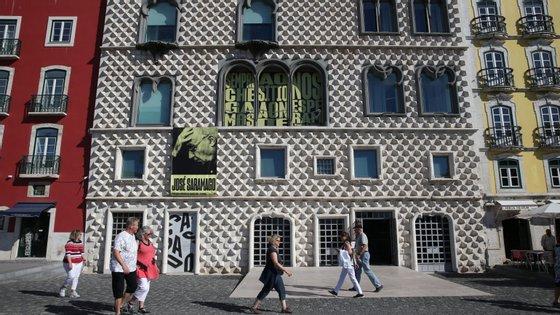 A Casa dos Bicos, sede da Fundação José Saramago, fica no Campo das Cebolas