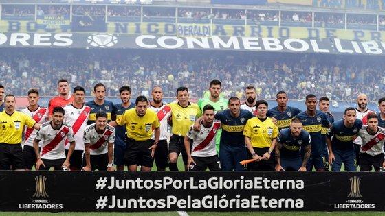 Boca Juniors e River Plate empataram (2-2) na primeira mão da final da Libertadores que se realizou na Bombonera
