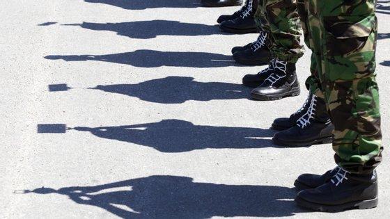 """A autora do estudo sobre os militares portugueses afirma que as """"pessoas têm uma ideia de que o consumo de álcool nas Forças Armadas é elevado"""", sublinhando que essa é uma ideia preconcebida"""