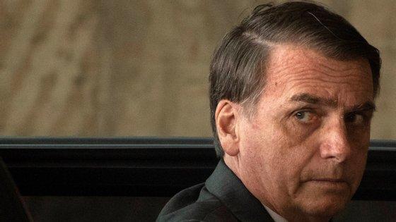 Bolsonaro, que é um capitão da reserva do Exército, fez o anúncio nas redes sociais, onde baseou toda a sua comunicação desde a campanha eleitoral