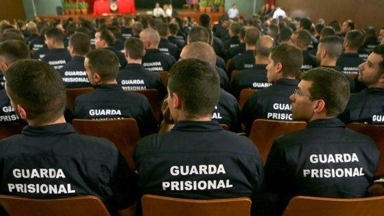 O universo de guardas prisionais ronda os 4350 para uma população prisional perto dos 13 mil reclusos