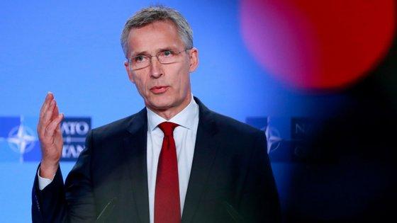 """O secretário-geral da NATO, Jens Stoltenberg, disse que """"o tempo está a esgotar-se"""", acrescentando que a Aliança tem de assegurar """"a capacidade e os meios para uma resposta adequada"""""""