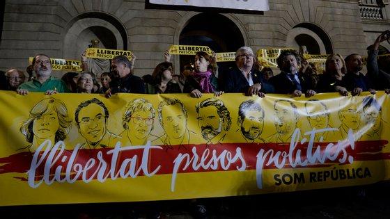 """Esta segunda-feira ocorreram manifestações pedindo """"liberdade para os presos políticos"""" (ou políticos presos) da Catalunha"""